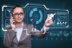 Die Geschäftsfrau im Data - Mining-Konzept Lizenzfreie Stockbilder