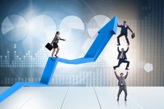 Die Geschäftsleute im Wirtschaftsaufschwungsgeschäftskonzept Lizenzfreies Stockfoto
