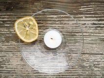 Die getrocknete Zitrone wird umgeben Stockfotografie