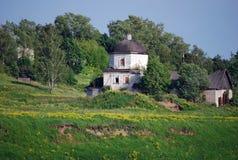 Die geworfene Kirche der Auferstehung eine Reihe das Uspensky-Kloster in der Stadt von Staritsa Tver Region Stockfoto