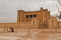 Die Giseh-Hochebene in der Sahara-Wüste Große Pyramiden stockbild
