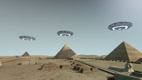 Die Giseh-Plattform Ägypten mit irgendeinem UFOs lizenzfreie abbildung