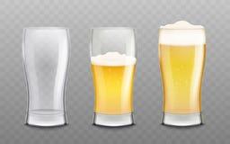 Die Gläser, die leer und mit geschäumter Vektorillustration des Bieres 3d gefüllt sind, lokalisierten lizenzfreie abbildung
