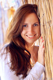 Die glückliche junge Frau Lizenzfreie Stockbilder