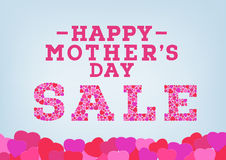 Die glückliche Muttertagverkaufsaufschrift, die mit Herzen verziert wird, formt auf blauen weichen Hintergrund Muttertagverkaufsk Lizenzfreies Stockfoto