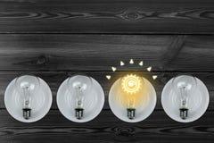 Die Glühlampe ist hell Stockfotografie