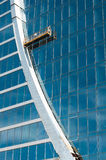 Die Glaswand des Bürohauses Stockbild