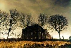 Die glatte Oberfläche des ricer reflektierte die Lichter des Hauses Lizenzfreie Stockfotografie