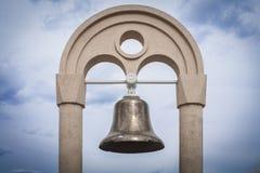 Die Glocke auf dem Strand Stockfotos