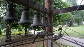 Die Glocken vom alten Kloster Lizenzfreie Stockfotos