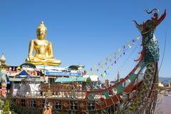 Die goldene Buddha-Ansicht am goldenen Dreieck, Thailand Stockbilder