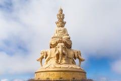 Die goldene Buddha-Statue auf Emei-Berg in China Lizenzfreie Stockfotos