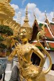 Die goldene Engelsstatue Stockbilder