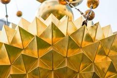 Die goldene Kirchenhaube ist nah lizenzfreie stockbilder