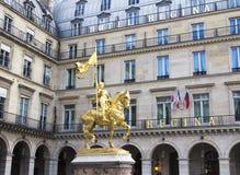 Die goldene Statue stockfotos