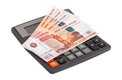 Die goldene Taste oder Erreichen für den Himmel zum Eigenheimbesitze Banknoten des russischen Rubels mit Taschenrechner Stockfotografie
