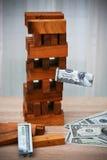 Die goldene Taste oder Erreichen für den Himmel zum Eigenheimbesitze Unternehmensplanung durch Investor Modernes Anlagengeschäft  Lizenzfreies Stockfoto
