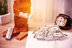 Die goldene Taste oder Erreichen für den Himmel zum Eigenheimbesitze Unternehmensplanung durch Investor Modernes Anlagengeschäft  Lizenzfreie Stockbilder