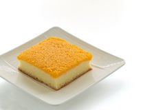 Die goldenen Eistreifen, die auf Butter übersteigen, backen zusammen oder Foi-Zapfenkuchen auf pl Lizenzfreie Stockbilder