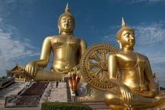 Die größte goldene Buddha-Statue an Muang-Tempel, Aungthong thailändisch lizenzfreies stockfoto