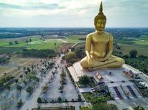 Die größte goldene Buddha-Statue an Muang-Tempel, Aungthong thailändisch stockfotografie