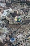 Die größte Touristenattraktion von Cappadocia, der Flug mit dem Ballon bei Sonnenaufgang Lizenzfreie Stockfotos