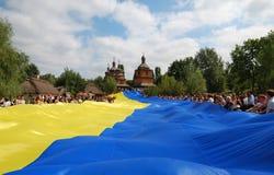 Die größte ukrainische Markierungsfahne Stockfoto