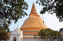 DIE GRÖSSTE PAGODE VON NAKHON PATHOM THAILAND Lizenzfreie Stockfotografie