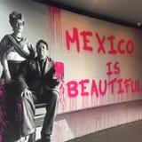 Die Graffitikunst, die dieses Mexiko darstellt, ist schön lizenzfreie stockfotografie