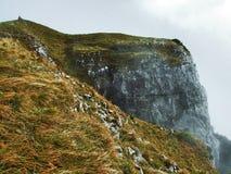 Die grasartig-felsige längliche Spitze Gulme oder Gulmen im Alpstein-Gebirgszug lizenzfreie stockbilder