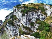 Die grasartig-felsige längliche Spitze Gulme oder Gulmen im Alpstein-Gebirgszug lizenzfreies stockbild