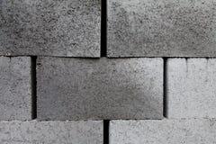 Die grauen errichtenden Schlackenbetonblöcke, die vom Zement hergestellt wurden, stapelten Nahaufnahmehintergrund Stockbilder