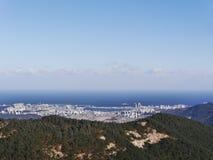 Die große Ansicht zu Sokcho-Stadt von der Spitze Stockbild