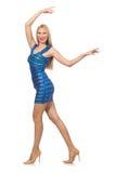 Die große blonde Frau im mini blauen Kleid lokalisiert auf Weiß Lizenzfreie Stockfotos