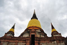 Die große Buddha-Pagode auf dem Wolkenhintergrund Stockbild