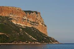 Die große Felsen Schutzkappe Canaille in Südfrankreich Lizenzfreie Stockfotografie