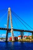 Die große Schrägseilbrücke über dem Meer Stockbilder