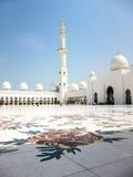 Die großartige Moschee am Sonnenscheintag Stockfotografie