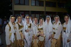 Die Gruppe von Bosniern in der traditionellen Ausstattung Stockfotografie
