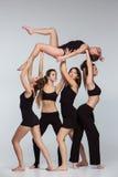Die Gruppe von Tänzern des modernen Balletts lizenzfreie stockfotografie