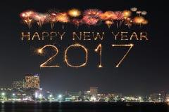 Die 2017 guten Rutsch ins Neue Jahr-Feuerwerke über Pattaya setzen nachts, Thail auf den Strand Lizenzfreies Stockbild