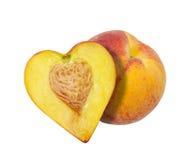 Die Hälfte des Pfirsiches in Form von Herzen Lizenzfreie Stockfotografie