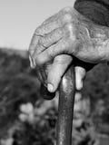 Die Hände der alten Person Stockbild