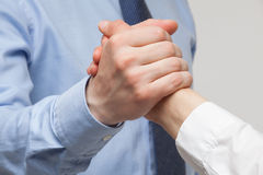Die Hände der Geschäftsmänner, die eine Geste eines Streits oder des Körpers zeigen Lizenzfreie Stockfotos