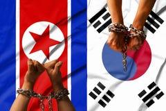 Die Hände der Ketten vor dem hintergrund der Flagge von Nordkorea, DPRK, Südkorea stockbilder