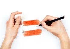 Die Hände des Mannes mit Bleistift zeichnet Flagge von Österreich auf Weiß Stockfotografie