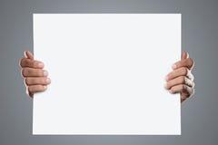 Die Hände, die Leerzeichen anhalten, fügen hinzu Lizenzfreies Stockbild