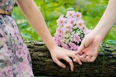 Die Hände von Liebhabern Stockbilder