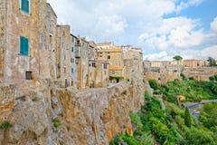 Die Häuser von Pitigliano, Toskana, gehockt auf der Klippe des Tuffs Stockbilder