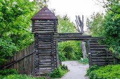 Die hölzerne Festung im Park Znesinnya in Lemberg Stockfotografie